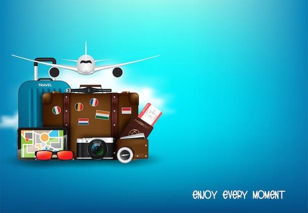 Рабочий стол путешественника с концепцией чемодан, камера, билет на самолет, паспорт, компас и бинокль, концепция путешествий и отдыха Premium векторы