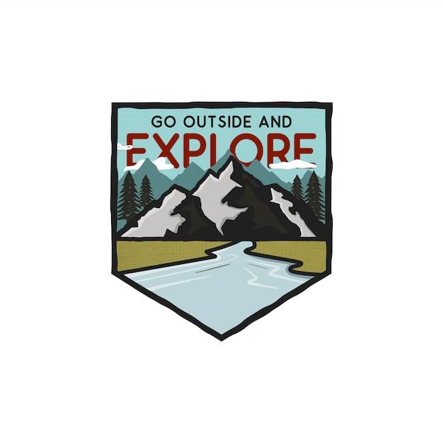 山、川、引用とヴィンテージ手描きの冒険ロゴ-外に出て探索します。 Premiumベクター