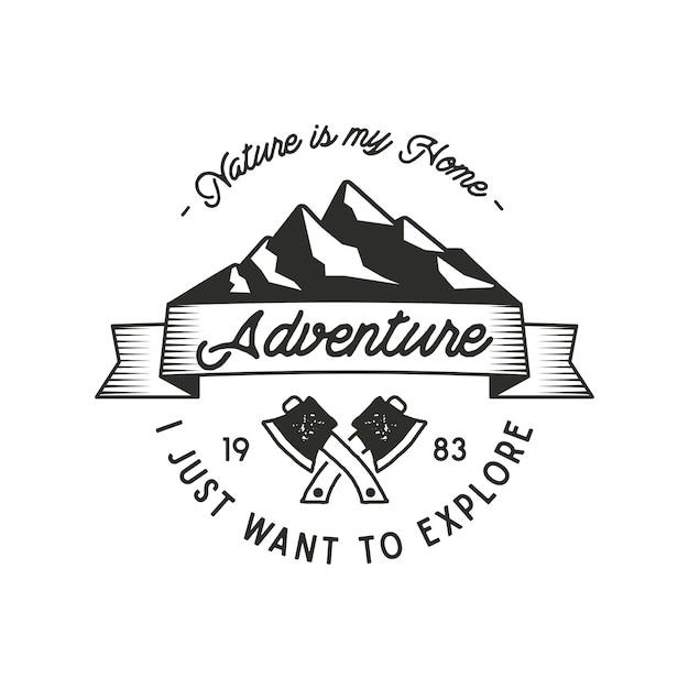 Мой дом - приключенческая этикетка горной экспедиции с символами топора и природой. старинный старый стиль. приключенческая эмблема на открытом воздухе для печати футболки. вектор изолированы. заплата глуши, печать Premium векторы
