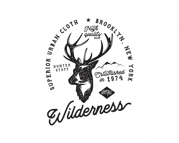 ビンテージキャンプバッジと鹿の頭、山とタイポグラフィのハイキングのロゴ。 Premiumベクター
