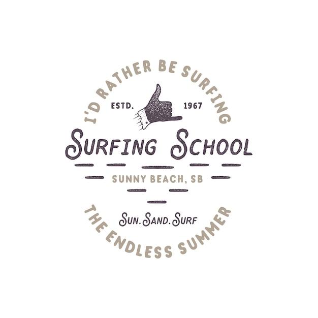 ビンテージサーフィン。シャカ手サインとレトロなタイポグラフィのサーフィンスクール Premiumベクター