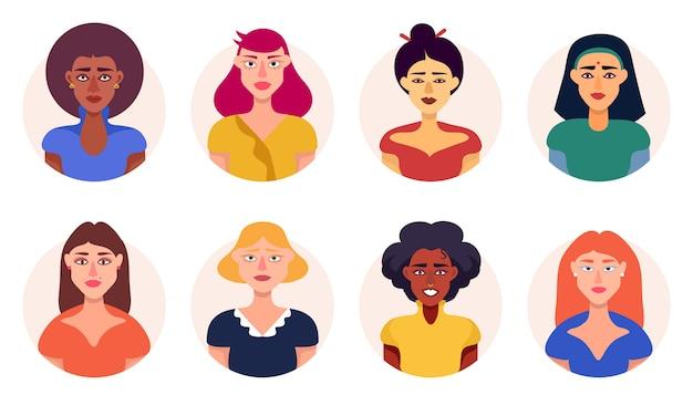 さまざまな人種の女性アバターアイコンセットフラットベクトル Premiumベクター