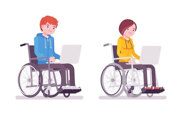 男性と女性の若い車椅子ユーザーのラップトップでの作業 Premiumベクター