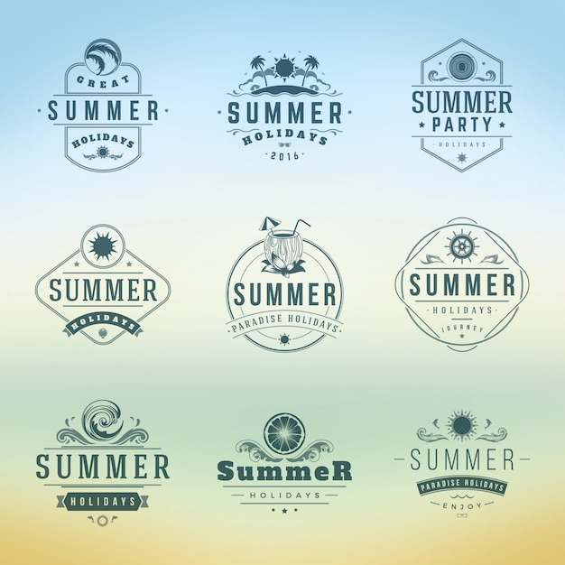 夏休みラベルまたはバッジレトロタイポグラフィベクトルデザインテンプレートセット。 Premiumベクター