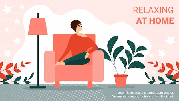 居間で居心地の良いアームチェアに座っている若い女性 Premiumベクター