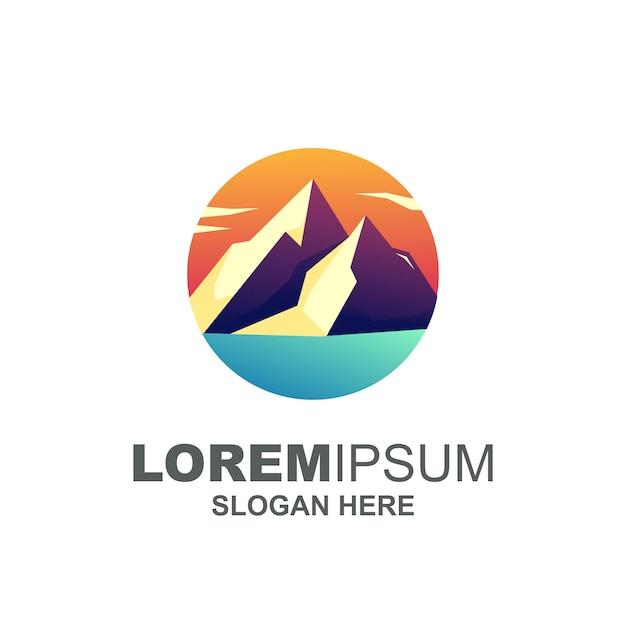モダンマウンテンロゴプレミアム Premiumベクター