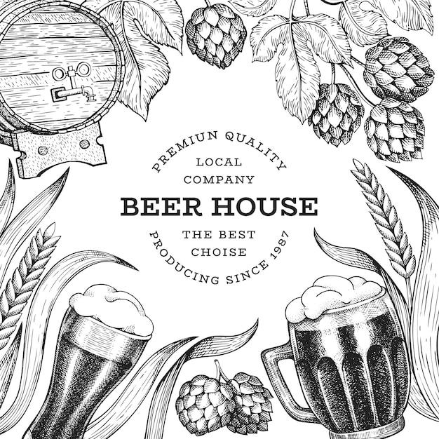Пивной бокал и хоп дизайн шаблона. нарисованная рукой иллюстрация напитка паба вектора. выгравированный стиль. ретро пивоваренный завод иллюстрации. Premium векторы