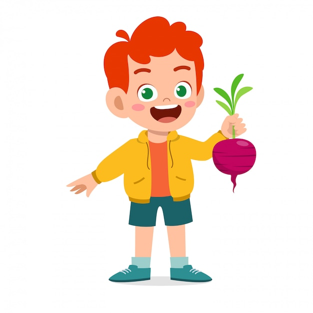 Счастливый милый малыш мальчик держит свежий овощ Premium векторы