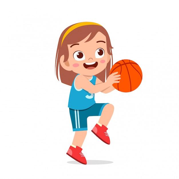 Счастливая милая девушка играет в баскетбол на поезде Premium векторы