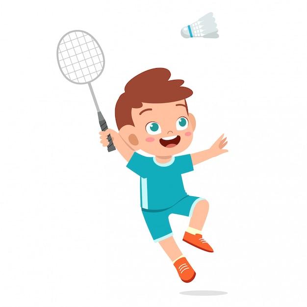 Счастливый милый малыш мальчик играть поезд бадминтон Premium векторы