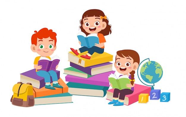 Счастливые милые дети мальчик и девочка вместе читать книгу Premium векторы