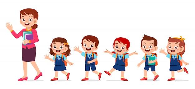 Счастливые милые дети улыбаются вместе с учителем Premium векторы
