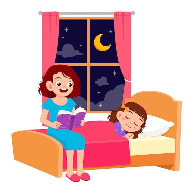 Счастливая мама рассказывает историю в спальне с дочерью Premium векторы