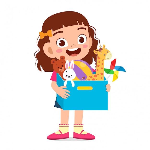 幸せなかわいい子供女の子はおもちゃの箱を運ぶ Premiumベクター
