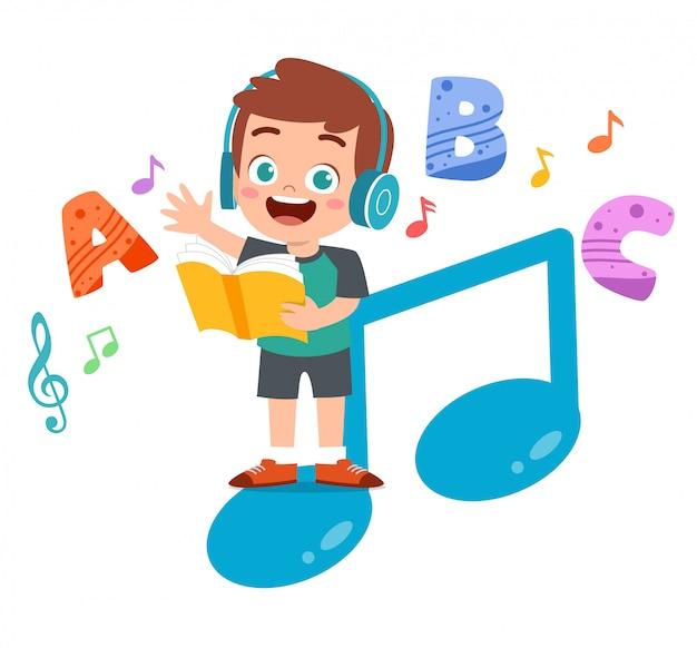 Счастливый малыш читает книги и слушает музыку Premium векторы