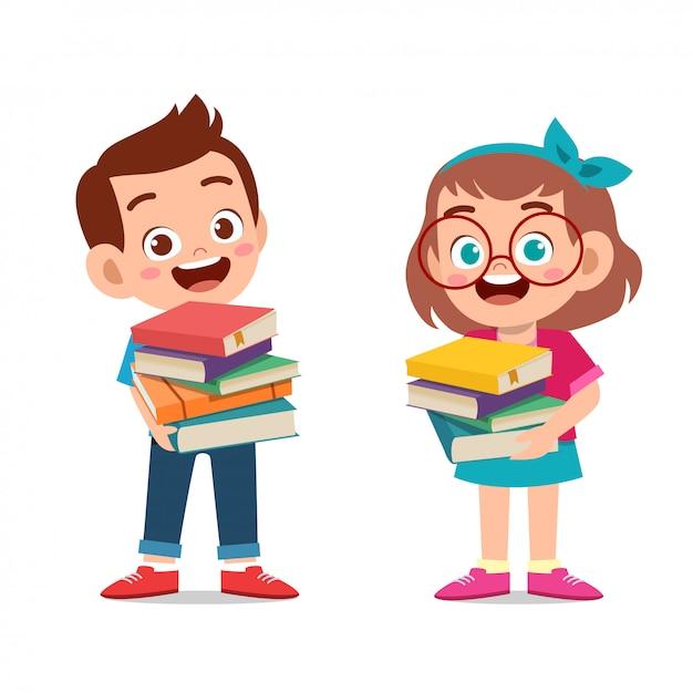 Счастливые дети несут пожертвовать книги Premium векторы