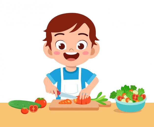 Милый счастливый ребенок нарезка овощей Premium векторы