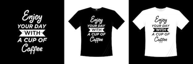 Приятного дня с чашкой кофе типографии дизайн футболки Premium векторы