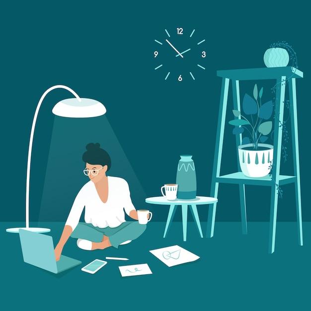 Фрилансер женщина, работающая на дому Premium векторы