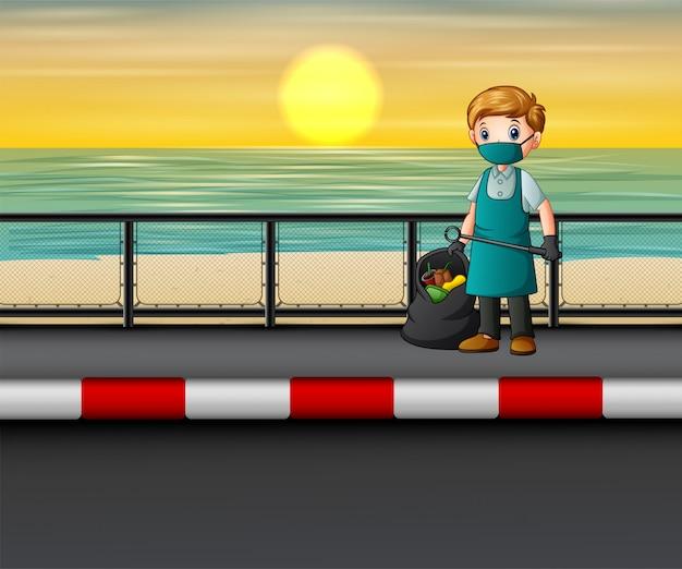 Мужчина чистит дорогу возле пляжа Premium векторы