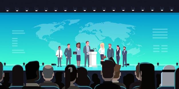 ビジネス会議パブリックディベートインタビューコンセプトビッグaの前で公式の国際会議 Premiumベクター