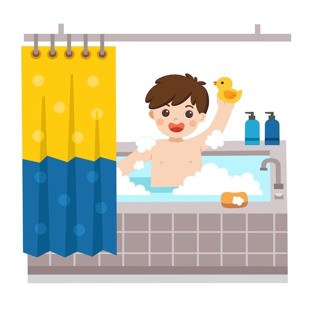 Очаровательный маленький мальчик принимает ванну в ванне с большим количеством мыльной пены и резиновой утки. Premium векторы