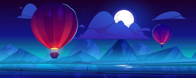 Aerostati di aria che volano al cielo notturno con la luna piena e le nuvole sulle montagne Vettore gratuito