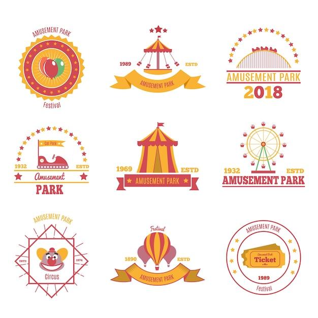Набор красочных эмблем парка развлечений из девяти плоских композиций с изображением павильона аэростата и ярмарочной площади. Бесплатные векторы