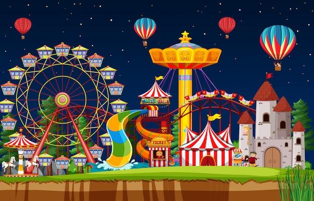 Сцена парка развлечений ночью с воздушными шарами в небе Бесплатные векторы