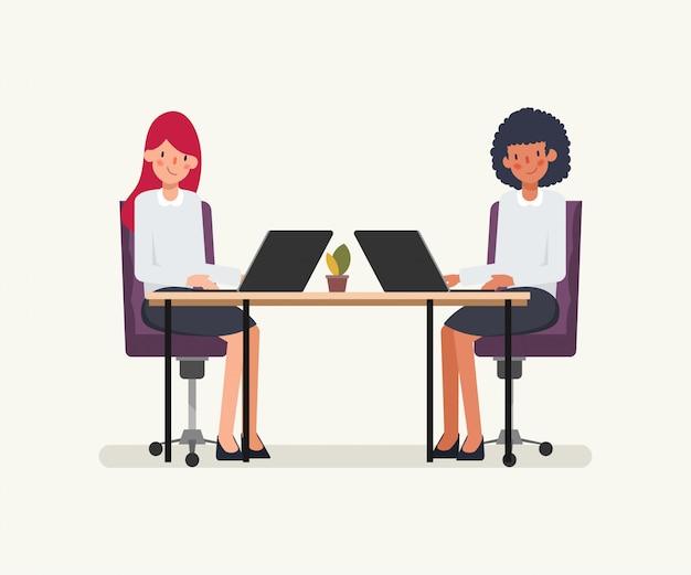 비즈니스 여자 사람들이 동료를위한 애니메이션 장면. 프리미엄 벡터