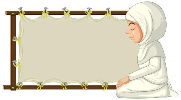 白紙の横断幕と伝統的な服でアラブのイスラム教徒の女性 無料ベクター