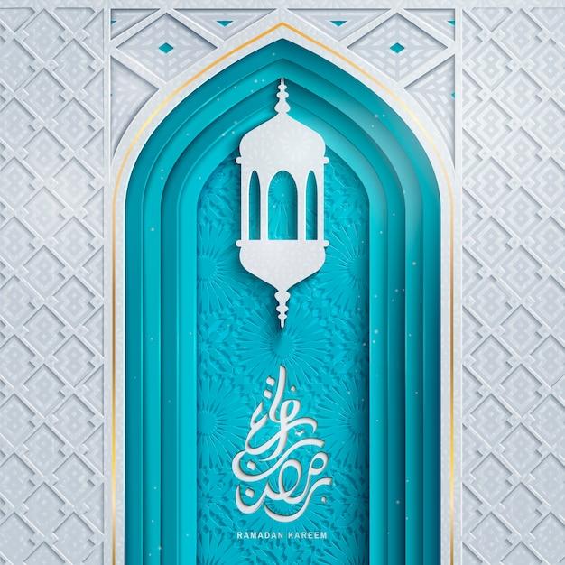 アーチドアとランタン、繊細な切り絵スタイルのラマダンカリームのアラビア書道デザイン Premiumベクター