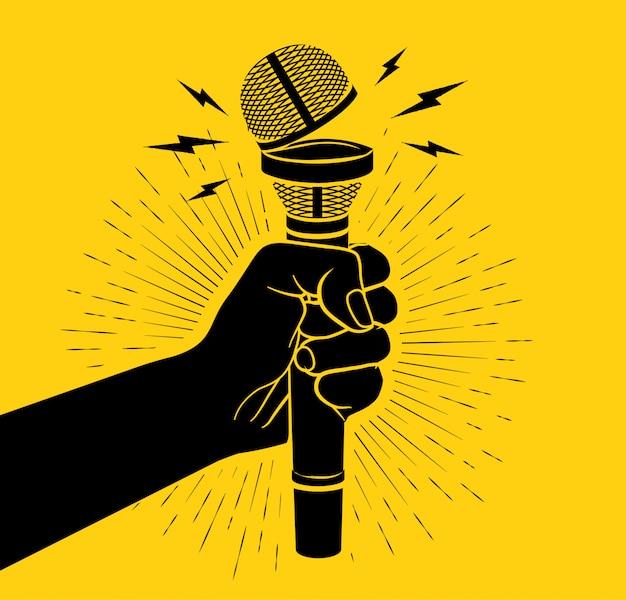 Рука черный силуэт держит микрофон с открытой чашкой. концепция открытого микрофона. на желтом фоне. иллюстрация Premium векторы