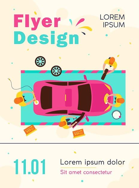 Бригада автосервиса работает над автомобилем, мойкой и полировкой автомобиля, меняя шаблон флаера колес Бесплатные векторы
