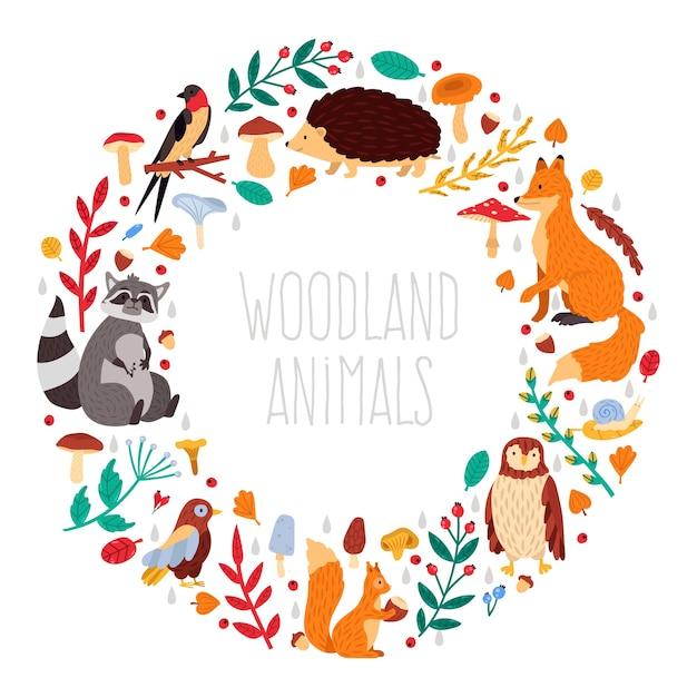 秋の動物の花輪。かわいい漫画の秋の動物、葉とキノコ、森の鳥と動物の花輪イラストアイコンセット。幼稚な森の動物、野生動物のアライグマ、ハリネズミ Premiumベクター