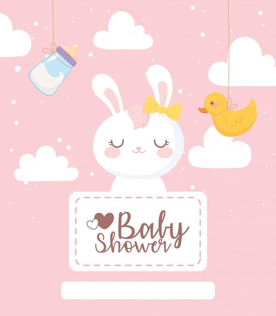 Открытка на день рождения ребенка, украшение облака бутылки молока утки кролика Premium векторы