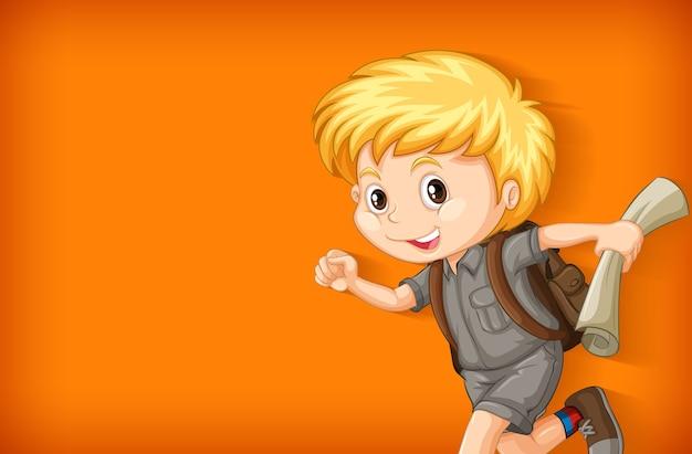Modello di sfondo con parete in tinta unita e ragazzo felice Vettore gratuito