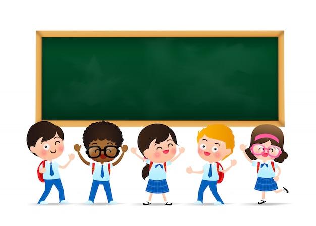 Balckboardで幸せな学生の子 Premiumベクター