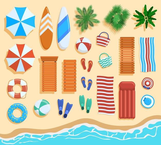 해변 요소 평면도. 모래 해변 요소, 열대 야자수, 의자, 우산 위에서 볼 수 있습니다. 프리미엄 벡터
