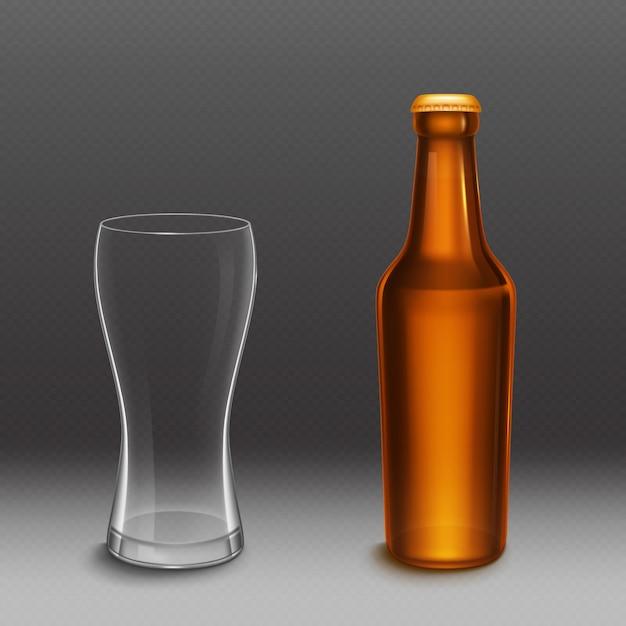 ビール瓶と空の背の高いグラス。ゴールデンキャップと透明なマグカップと茶色のガラスから空のラガーまたはダークビール瓶のベクトル現実的なモックアップ。アルコール飲料デザインのテンプレート 無料ベクター