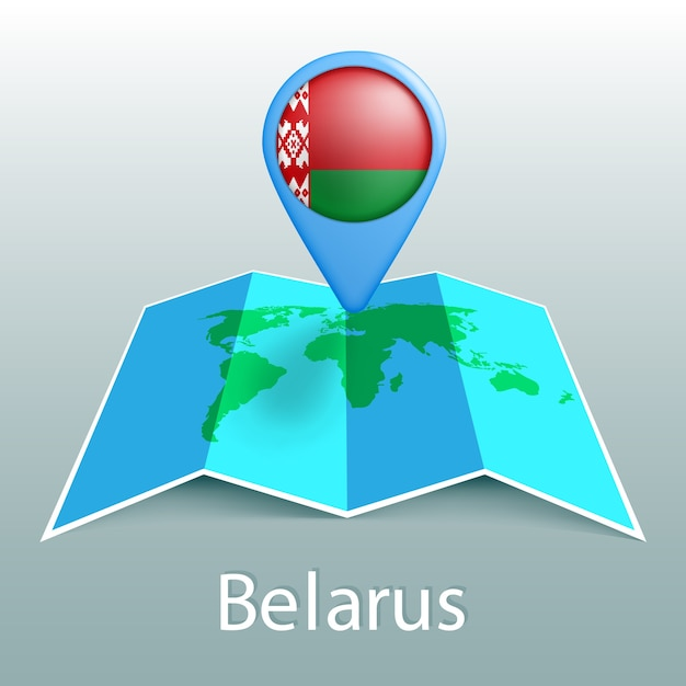 灰色の背景に国の名前でピンでベラルーシの旗の世界地図 Premiumベクター