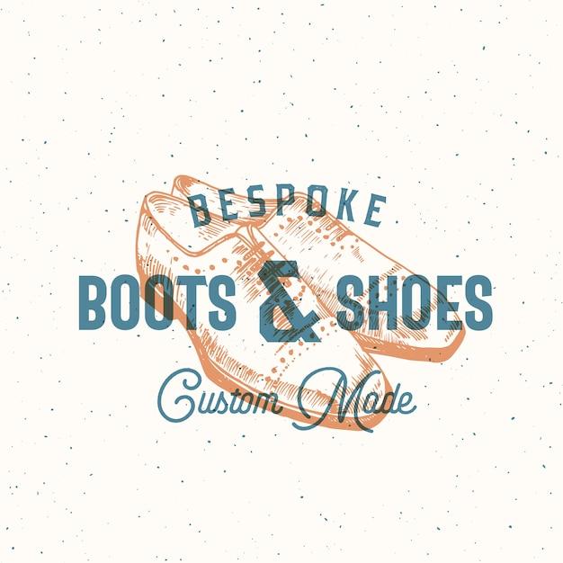 Сделанные на заказ ботинки и ботинки ретро знак или шаблон логотипа с иллюстрацией обуви человека и типографикой года изготовления вина. Premium векторы