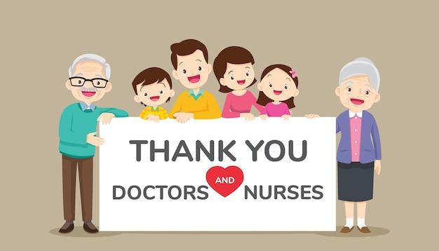 Большая семья держит пустые баннеры для благодарности врачей и медсестер Premium векторы