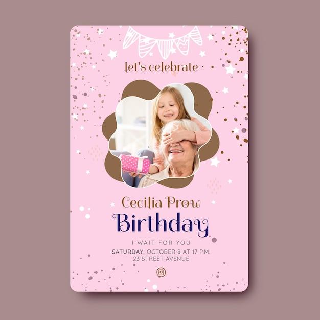Disegno del modello di carta di compleanno Vettore gratuito