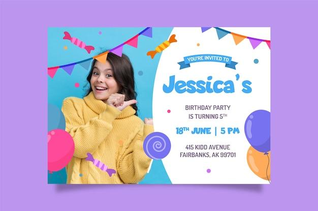 写真の誕生日の招待状のテンプレート 無料ベクター