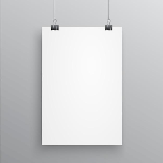 Пустая страница а4 развешена на скрепках на белом фоне Premium векторы