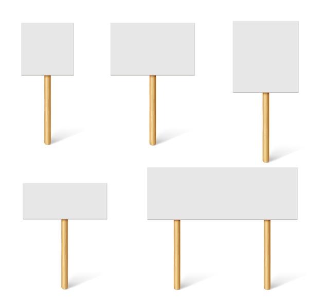 Пустые демонстрационные баннеры. плакаты протеста, публичная гласность с деревянными держателями. доски кампании с палками вектор 3d макет Premium векторы