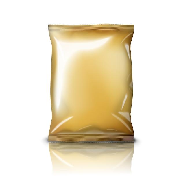 Пустой золотой реалистичный пакет закусок из фольги, изолированные на белом фоне с отражением и местом для вашего дизайна и брендинга. Premium векторы