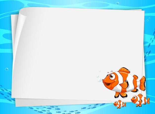 かわいい魚と水中の背景に白紙のバナー 無料ベクター