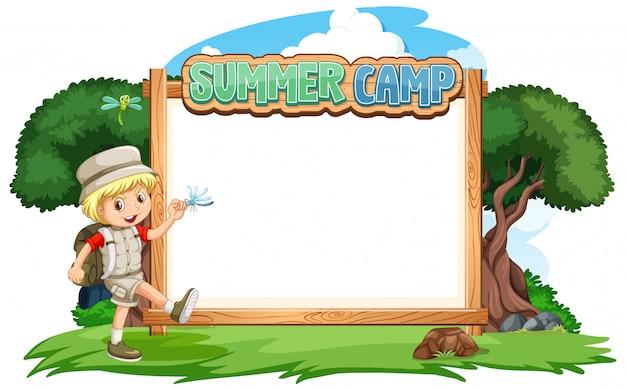 Шаблон границы с мальчиком на фоне летнего лагеря Бесплатные векторы